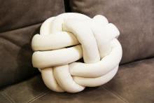 Knotenkissen LOOPING von MAGMA-Heimtex Weiß