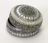 Schmuckdose perlenbesetzt 7,5x4 cm Creme / Silber von Werner Voss