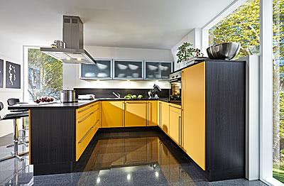 Einbauküche U-Form Mango/Cortina Eiche Schwarz