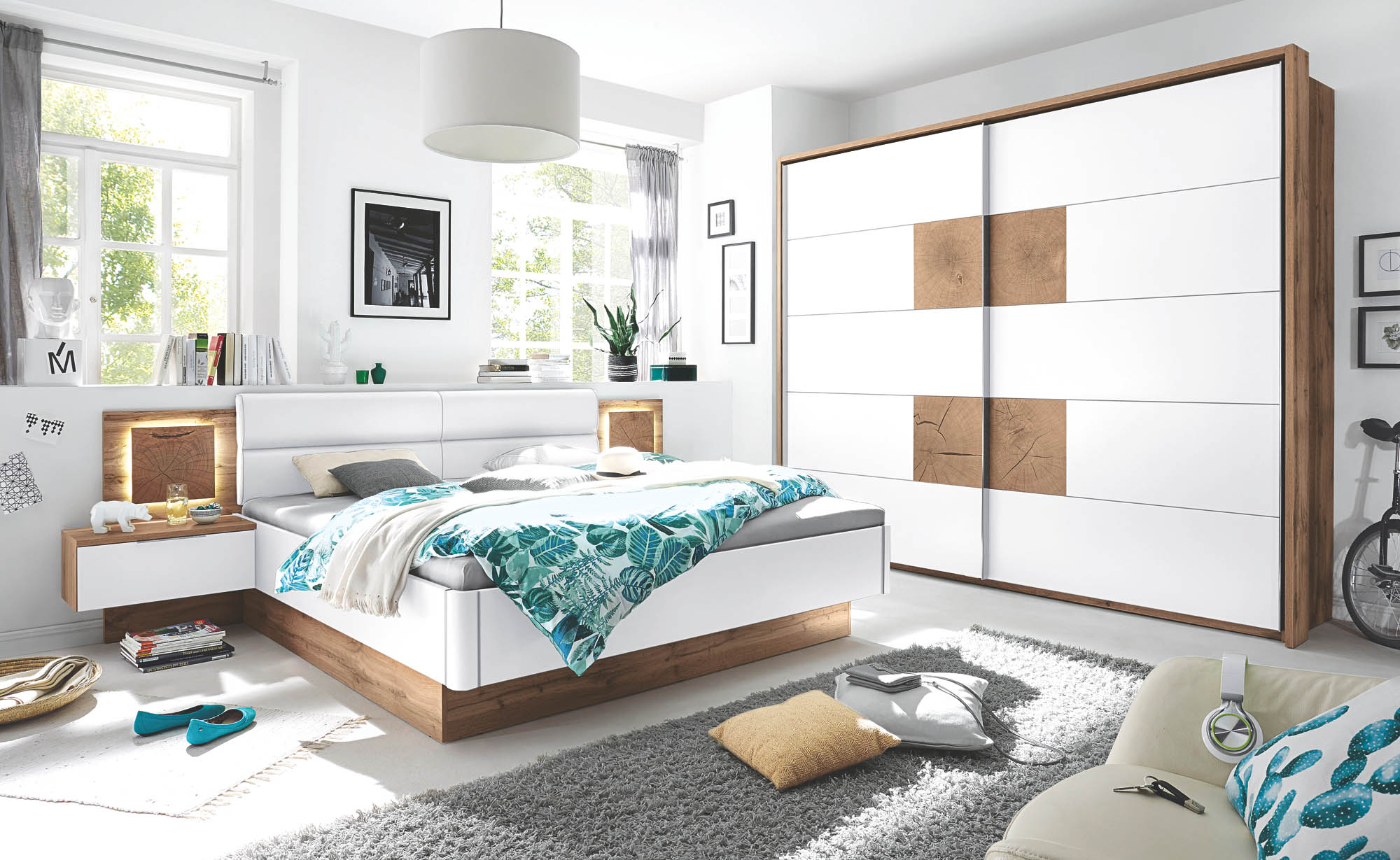 180x200 bettanlage inkl 2 nachtkommoden u beleuchtung capri von pol power wildeiche wei. Black Bedroom Furniture Sets. Home Design Ideas