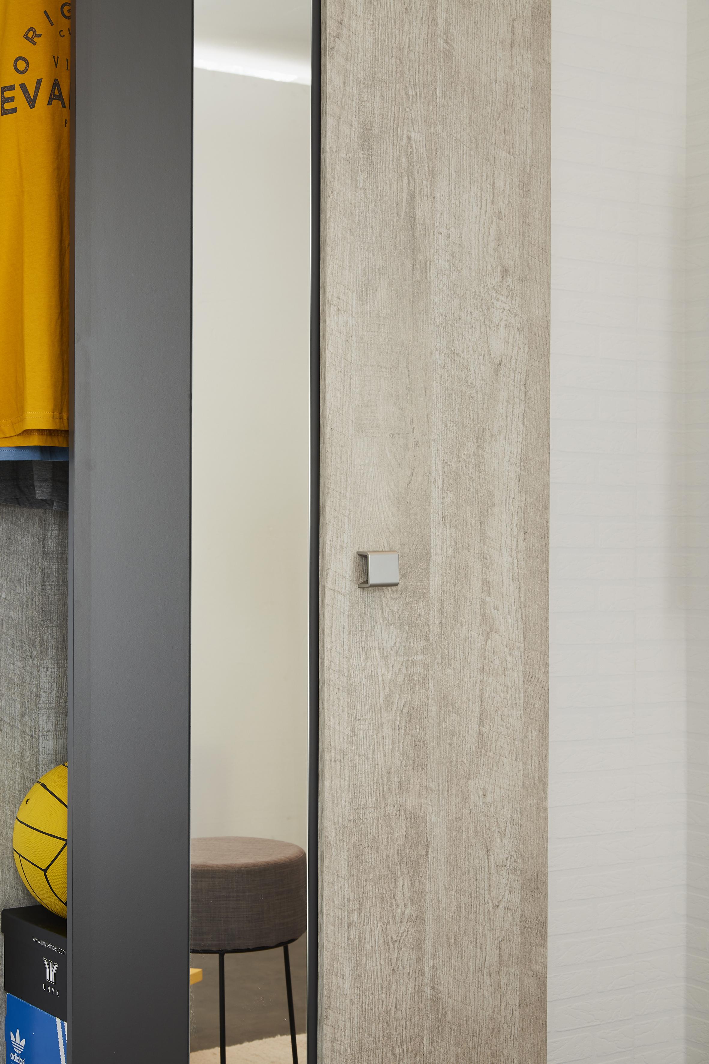 Schuhschrank inkl spiegel u drehbarem regal sneaker von - Schuhschrank groay ...